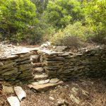 capitelles du blaireau: escalier dans un muret